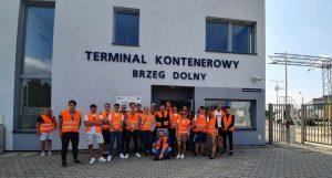 Logistycy na terminalu kontenerowym